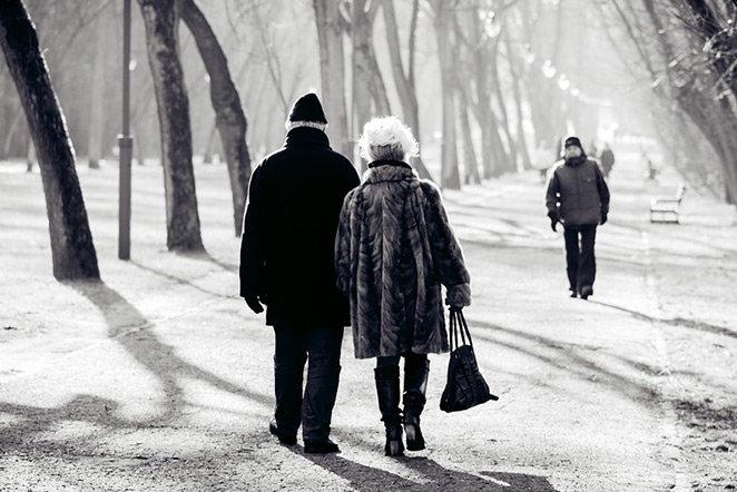 seniorer-pa-promenad