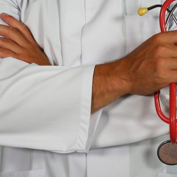 doktor-undersokning-stetoskop