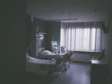Sjukhussäng för patienter med lunginflammation
