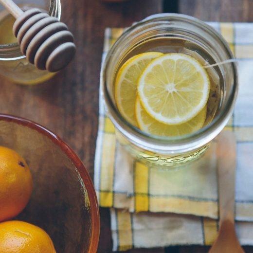 Ett glas te med citron