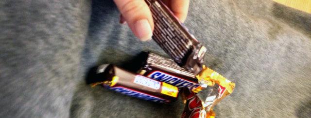 därför ökar suget på choklad vid pms