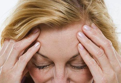 Sverige drabbas ungefär 15 procent av alla kvinnor och 7 procent av alla män av återkommande migränanfall.