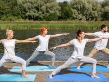 Yoga vid brygga