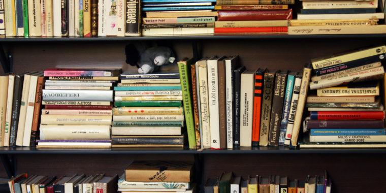 Böcker 2000x1300