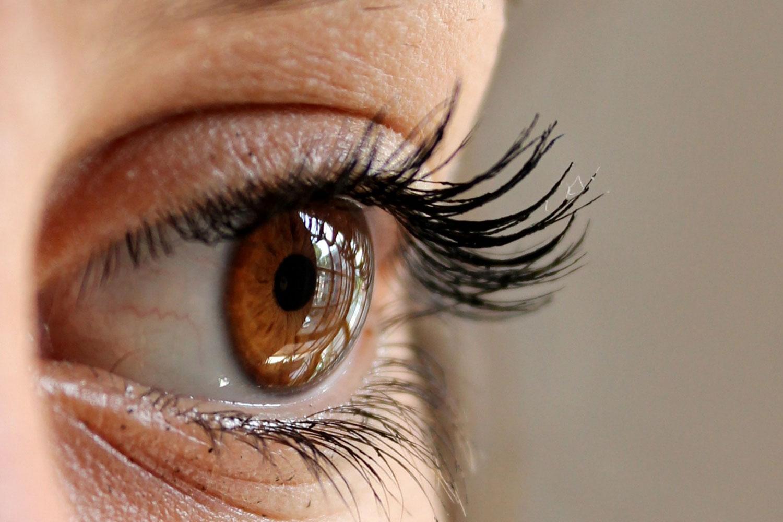 hur smittas ögoninflammation