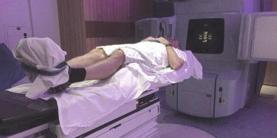 Man får strålbehandling av prostatacancer