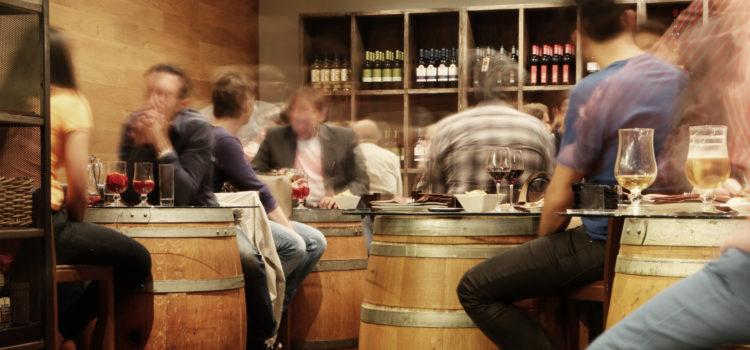 Människor i en pub