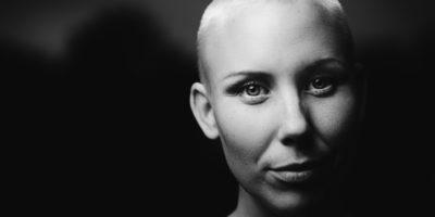 Kvinnoporträtt i svartvitt