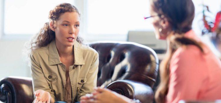 Kvinna prata med psykolog