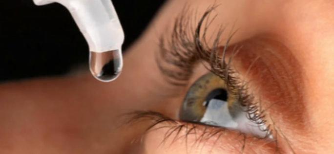 Pollenallergisk som tar hjälp av ögondroppar.