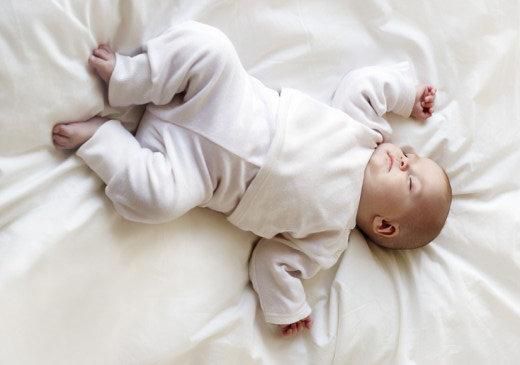 ryggläge-är-viktigt-för-spädbarn-365x520
