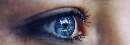 Blå ögon.