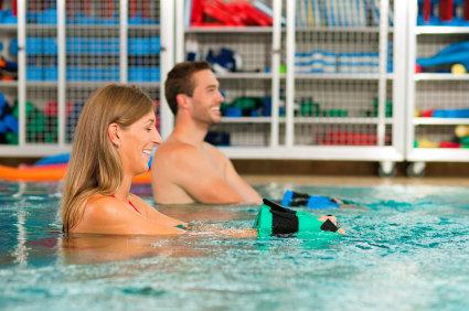 Vattengympa övningar med redskap